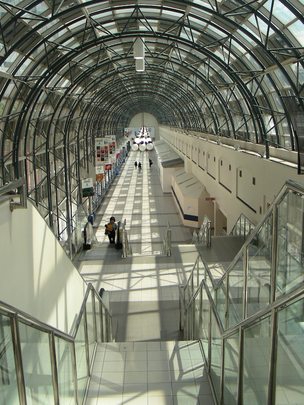 Toronto walkway to Union Station