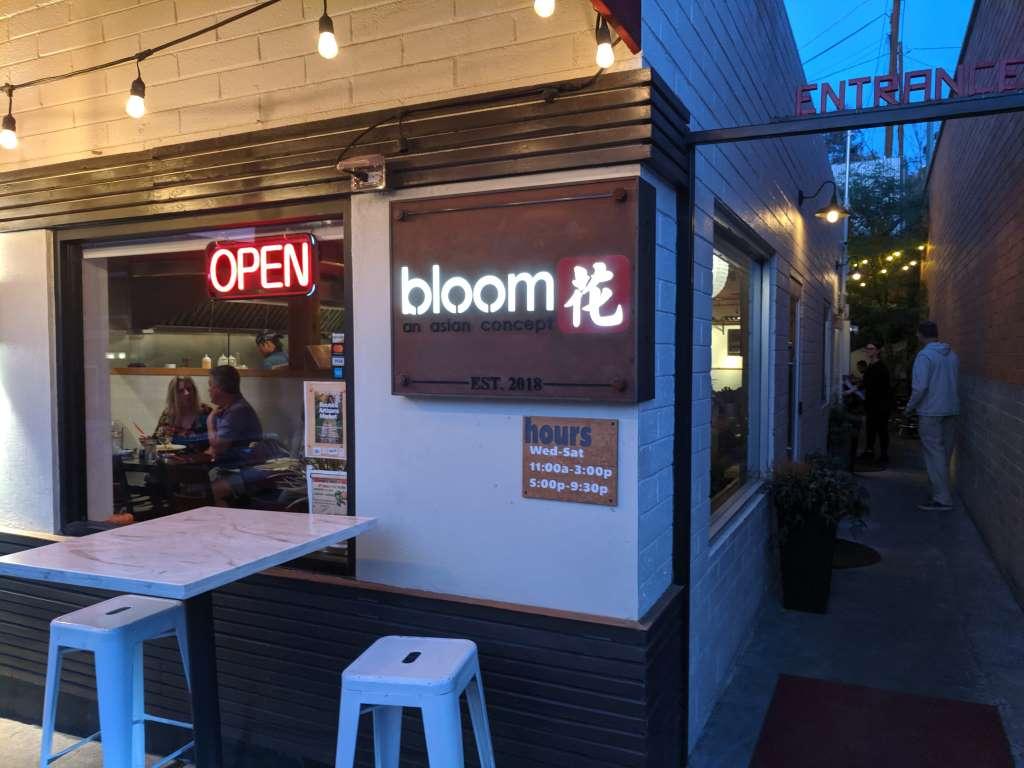 Bloom, Globe